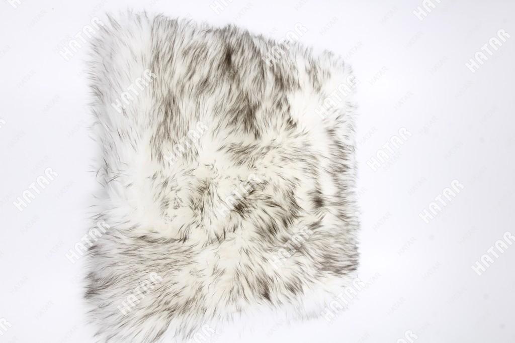 BOOST Накидка квадрат на сиденье длинный мех бело-черный
